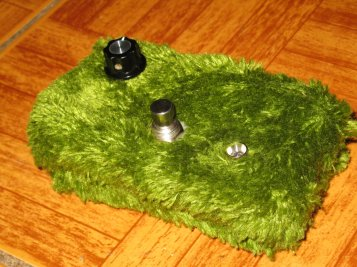 The prototype that eventually became the Platano Verde. The circuit's essentially the same as a PV, but with a fixed tone control, which was added via feedback from a couple initial testers of the circuit. One day I'll build an effective one-knob pedal, I swear. Not to say this isn't effective, but the tone control on the PV really opens up an additional realm of sonic possibilities. At the moment, this particular artifact lives with Marielle Jakobsons of the band Date Palms.