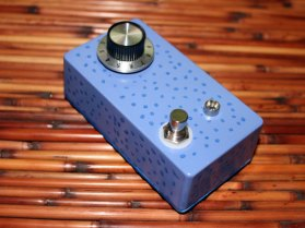 A one-knobbed rendition of the Pejibaye Overdrive circuit. Super-responsive. Super-swamp. Swamp-response!