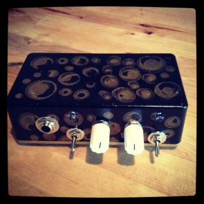 The Platano Mini-Amp - my first venture into amp building. It's based off the 1/2 watt Ruby amp with a Bassman mod, but with a buffered JFET input and a switchable Platano Verde circuit sandwiched between the buffer and and power amp, creating a swash of feedback when engaged - useable, but definitely an extreme example of a dirty channel. I built it as a gift for my uncle who recently retired - hopefully this inspires him to pursue a nice second career as a noise guitarist.