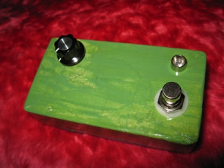 A clone of Mid-Fi Electronics' Random Number Generator pedal, built while studying schematics of various one-knob pedals. It's not exactly the most musical pedal in the world, sounding like an atari trying to get it on with a vacuum cleaner, but along the lines of innovative one-knob boxes it's pretty zesty.